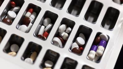 Welche Medizin ist die richtige für die St.Galler Landspitäler? Diese Frage trieb den Spitalverwaltungsrat in den letzten Jahren um. (Bild:Gaetan Bally/ KEYSTONE)
