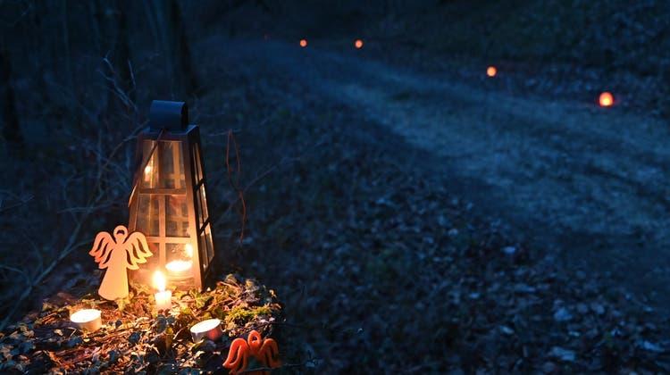 Unterwegs mit Blinzel-Engel: Lichterweg kann mit der Erzählung einer Geschichte kombiniert werden