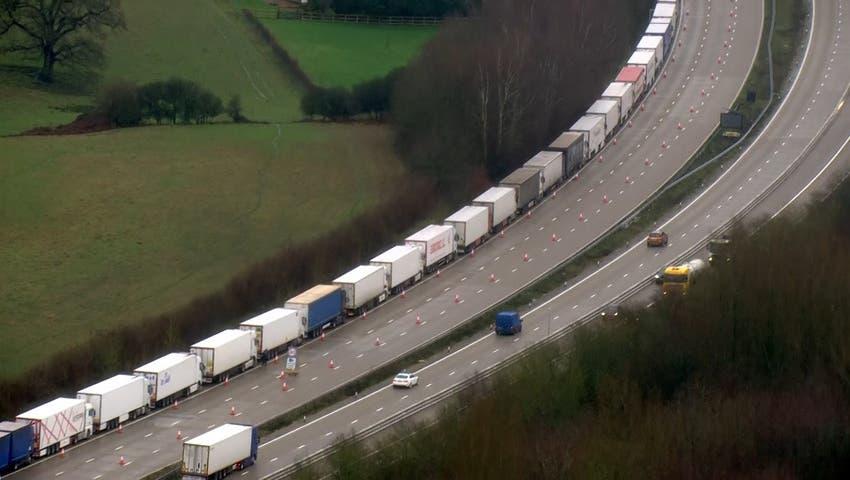 «Wir wollen nach Hause»: Tausende LKW-Chauffeure sitzen in England fest