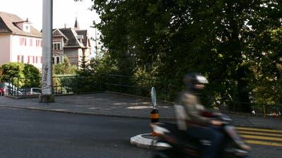 Auf der Dreilindenstrasse hätten am Abend keine Autos mehr durchgelassen werden sollen. (Bild: Luzerner Zeitung)