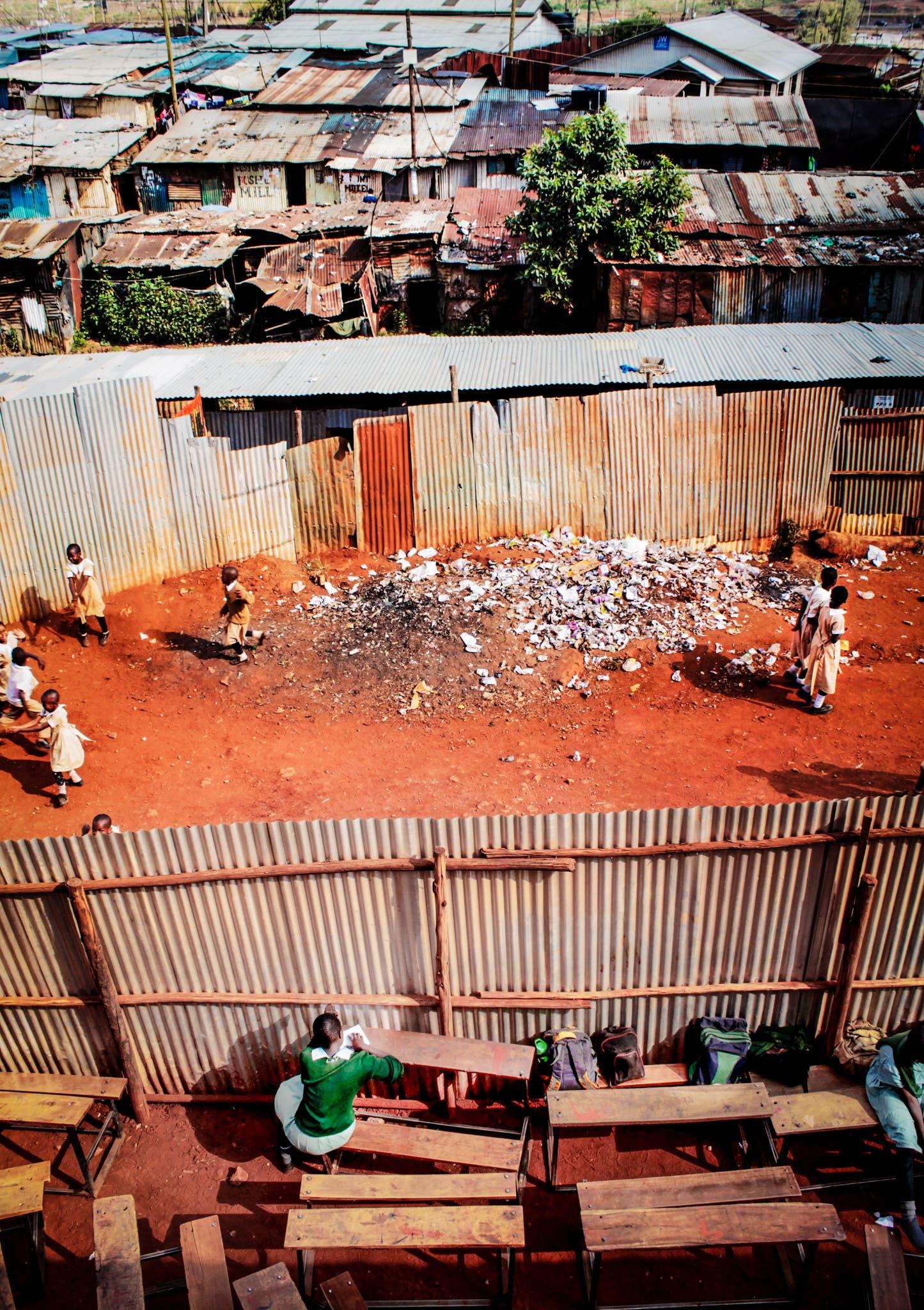 Kibera in Nairobi ist einer der grössten Slums der Welt. Typisch für einen Slum: die vielen, vielen Wellblechdächer.