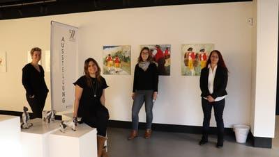 Das Team der Galerie am Gleis in Uzwil (von links): Anja Nützi, Vereinspräsidentin (links), mit dem Galerieteam Nadine Dintheer, Simone Egloff und Zinta Okle. (Bild: Dinah Hauser)