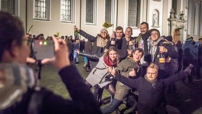 Solche Bilder soll es in diesem Jahr nicht auf dem Klosterplatz geben. Stadt und Kanton appellieren, auf die Silvesterfeier zu verzichten. (Bild: Michel Canonica (1. Januar 2018))