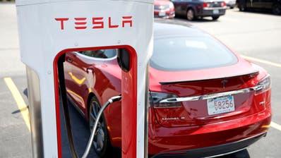 Die Aktien des Automobilherstellers Tesla gehörten 2020 zu den weltweit grössten Gewinnern an der Börse. (Charles Krupa / AP)