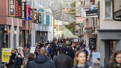 Volle Einkaufsgassen trotz Corona: Auch dieses Jahr strömten die Leute am 24. Dezember noch in die Läden. (Urs Flueeler / Keystone (Luzern))
