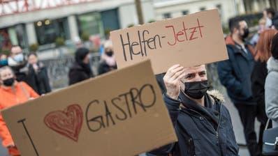 Vor Weihnachten haben Mitglieder des Verbands Gastro Luzern für mehr staatliche Unterstützung demonstriert. (Bild: Pius Amrein  (Luzern, 22. Dezember 2020))