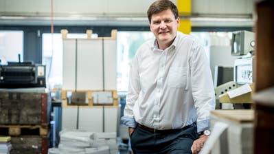 Hansjörg Brunner, Präsident des Thurgauer Gewerbeverbands und Chef der Sirnacher Fairdruck AG, in seinem Betrieb. (Bild: Andrea Stalder)
