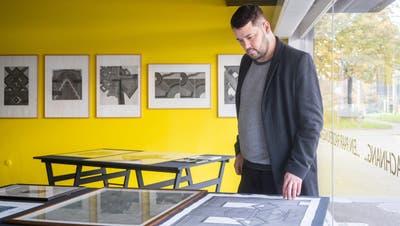 Künstler und Kurator Felix Boekamp in seinem Kunstraum «Chambre Directe Schubiger». (Bild: Arthur Gamsa)