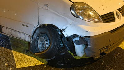 Nach dem Selbstunfall ist das Auto nicht mehr fahrtüchtig. (Bild: Luzerner Polizei)