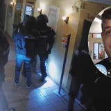 «Fühlte mich wie ein Schwerverbrecher»: Polizei holt nach Meldung von Geiselnahme den Koch aus dem Bett