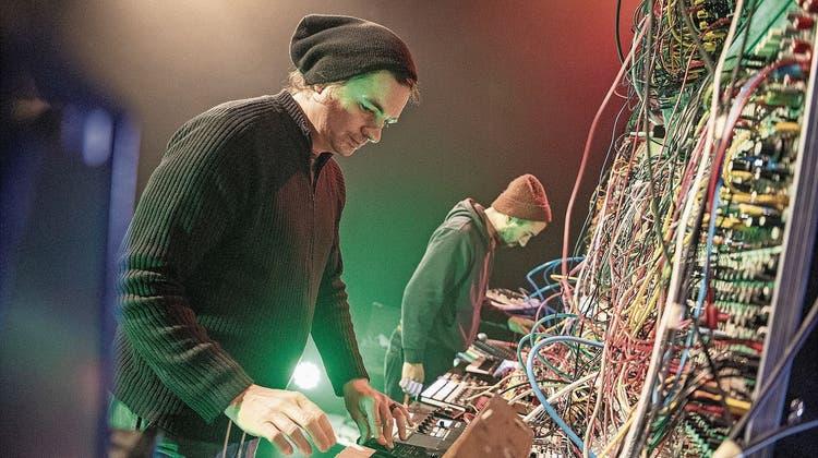 Band-Residenz im Südpol: Von der Synthesizer-Wand im Lichtzauber