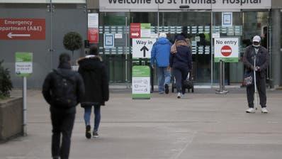 Auf zum Impfen: In London und weiteren Städten auf der Insel kann am Montag mit der Verabreichung des Astrazeneca-Mittels begonnen werden. (Frank Augstein / AP)