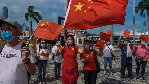 Stolze Chinesen: Während die Zustimmung der Bevölkerung zum Kurs der Regierung von Staatspräsident Xi Jinping immer weiter steigt, sinkt das Ansehen Chinas im Westen. (Getty Images)