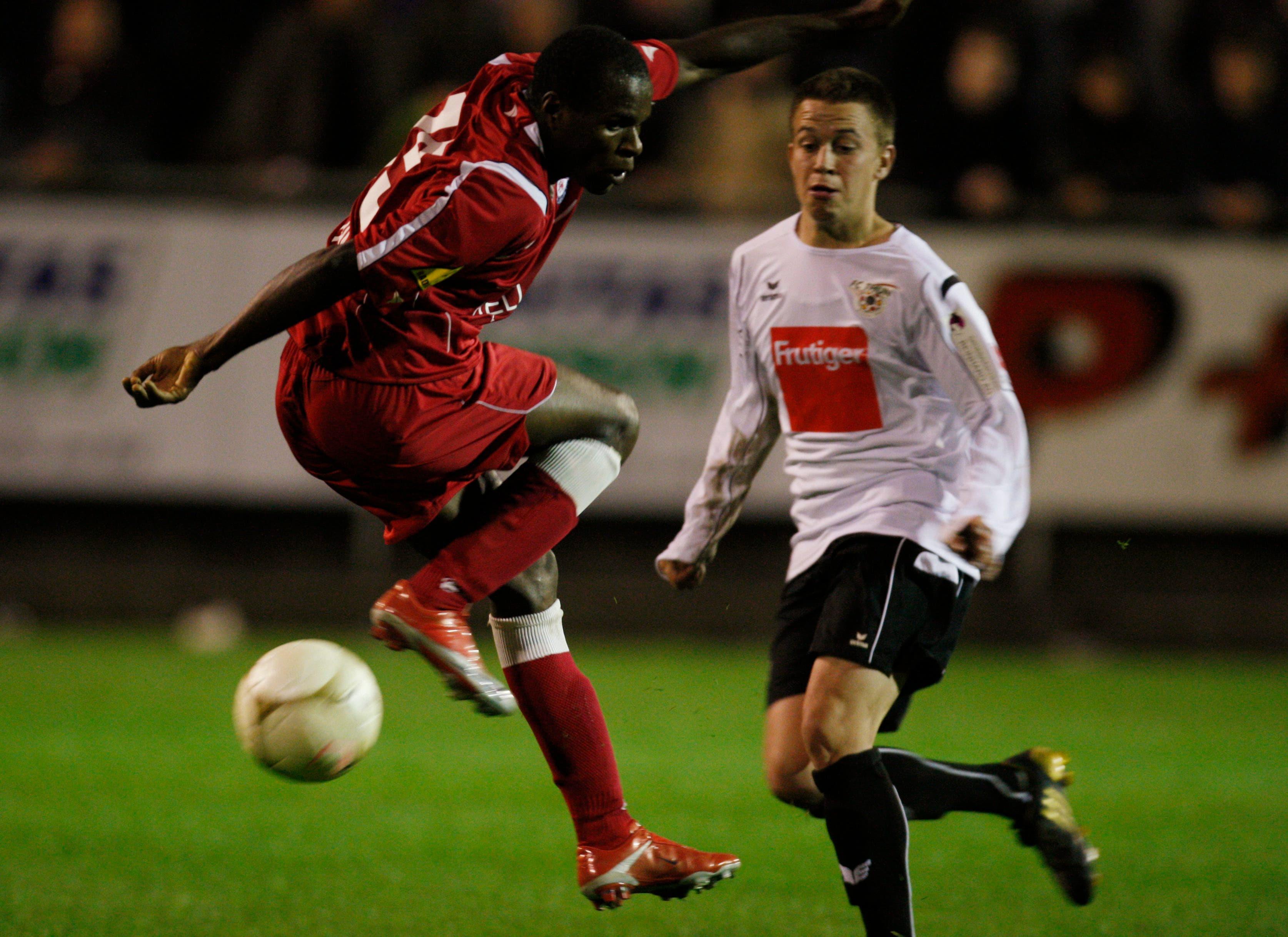 In seiner ersten Saison in der Challenge League, zeigt sich Innocent Emeghara (links) bereits als abgebrühter Torschütze: 16 Tore in 28 Partien.