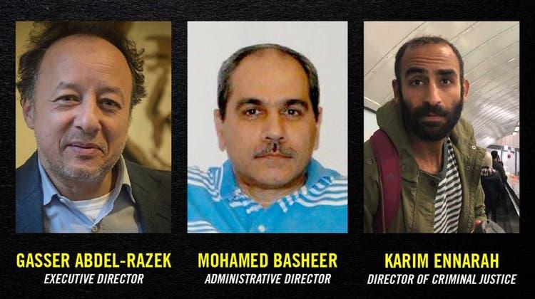 Die freigelassenen Aktivisten (von l. nach r.): Gasser Abdel-Razek, Mohamed Basheer und Karim Ennarah. (Amnesty/EIPR)