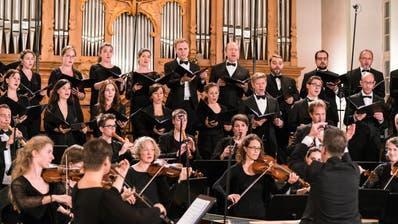 Ein Bild aus Vor-Corona-Zeiten: Chor und Orchester der Bach-Stiftung unter der Leitung von Rudolf Lutz in der evangelischen Kirche Trogen. (Bild: J. S. Bach-Stiftung St. Gallen)