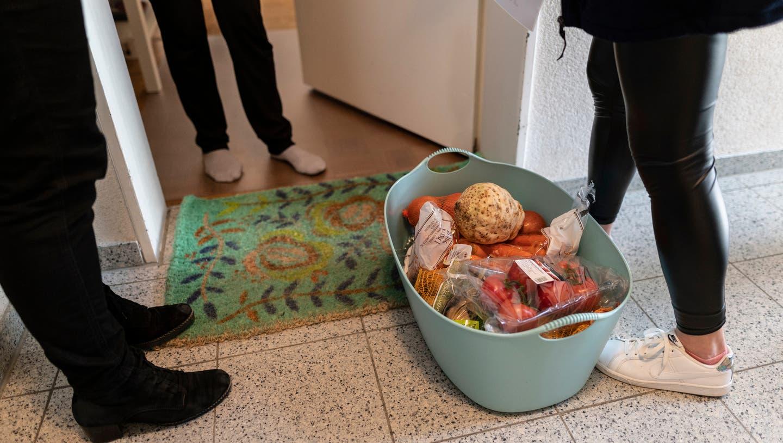 Während der Coronapandemie haben sich viele Menschen in ihrer Nachbarschaft freiwillig engagiert. (Keystone)