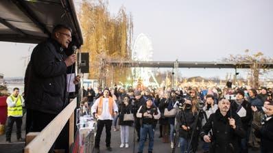 Nationalrat Pirmin Schwander an der Kundgebung gegen die Corona-Massnahmen. (Ennio Leanza / KEYSTONE)
