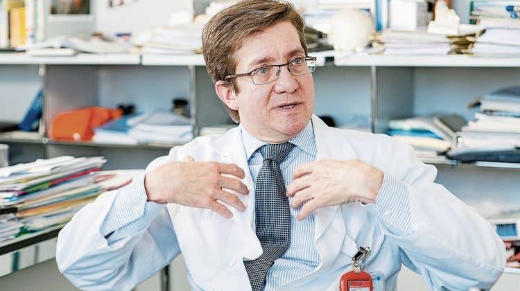 Chefarzt kommt wieder nach Aarau: Javier Fandino wird neu in der Hirslanden Klinik operieren