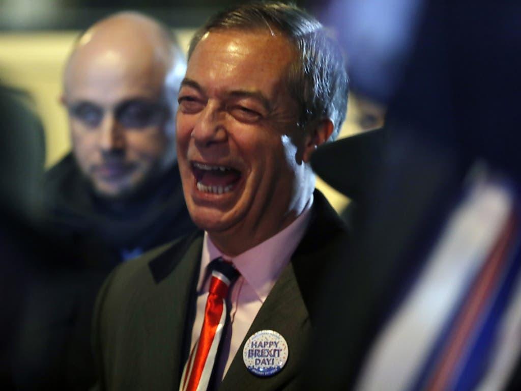 Nigel Farage, der die Brexit-Partei leitet und stets für den Austritt gekämpft hat, freut sich, dass der Schritt nun vollzogen worden ist.