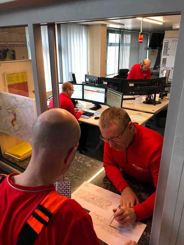 Am Montag ging's hier tagsüber hoch zu und her: Blick in die Einsatzzentrale von Feuerwehr und Zivilschutz St.Gallen.
