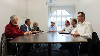 Die Bürgler Gemeinderäte mit Gemeindepräsident Kilian Germann in der Mitte. Die Exekutive hat ihre Legislaturziele besprochen. ((Bild: Hannelore Bruderer))
