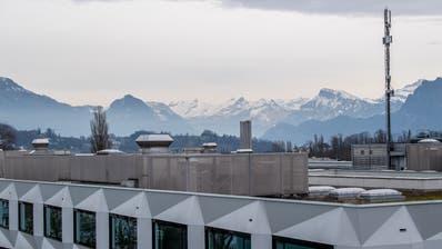 Die Antenne auf dem Dach der Uni Luzern ist bereits mit 5G aufgerüstet. (Bild: Nadia Schärli (Luzern, 27. Januar 2020))