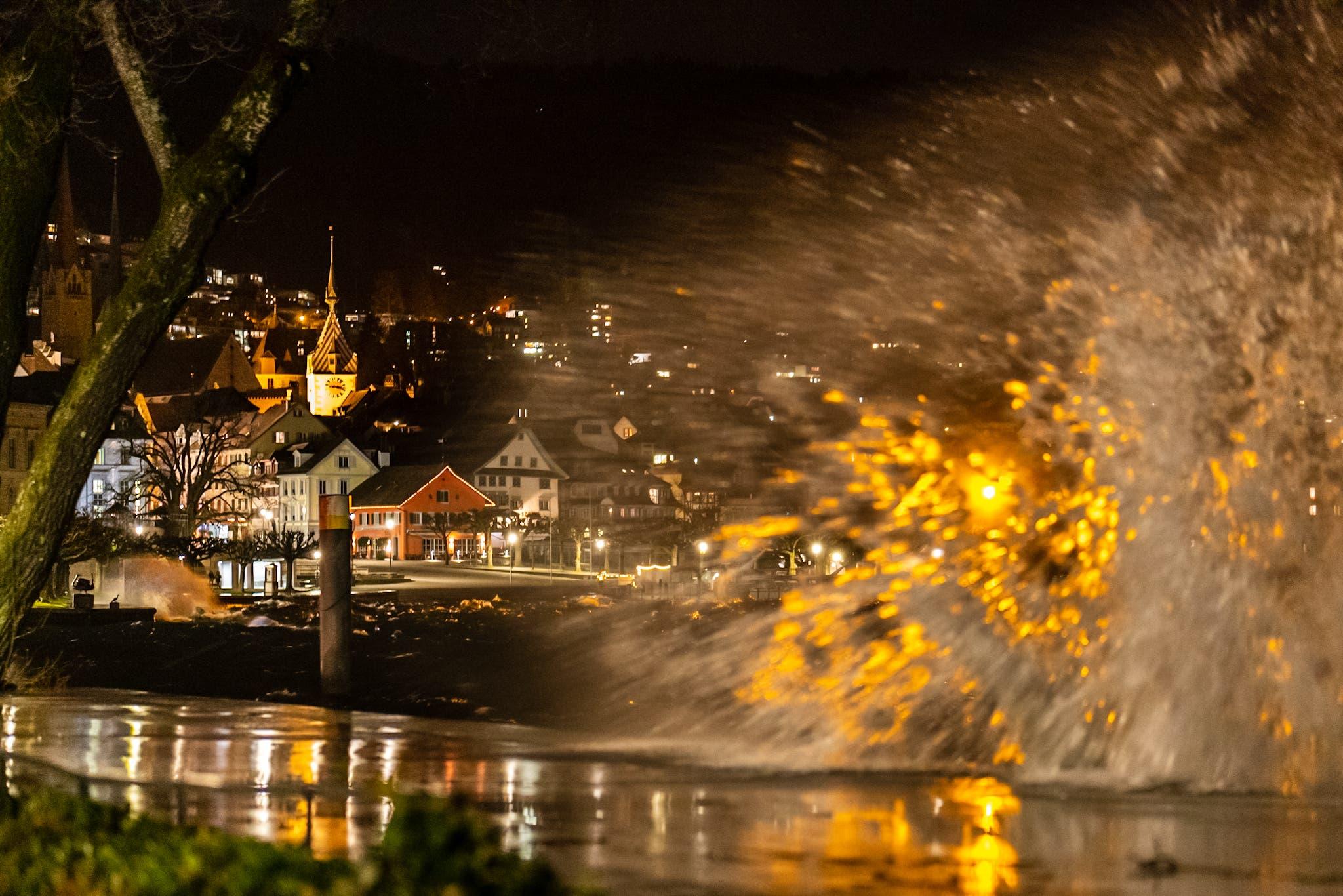 Stürmische Nacht am Zugersee während dem Sturmtief Sabine