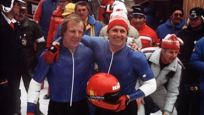 16. Februar 1980 war es vollbracht: Olympiasieg in Lake Placid für die Schweizer Sepp Benz (links) und Erich Schärer. (Str / KEYSTONE)