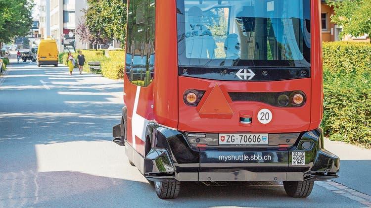Zu langsam und unflexibel: Offenbar rechnet man nicht damit, dass der autonome Mini-Bus bald in den Linienbetrieb geht. (Bild: PD)
