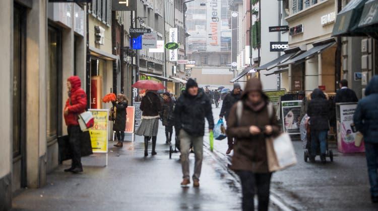 Der Luzerner Kantonsrat will, dass Geschäfte ab nächstem Mai länger offen haben dürfen. (Bild: Manuela Jans-Koch (10. Januar 2019, Luzern))