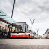 Stadtbusse am Frauenfelder Bahnhof. ((Bild: Andrea Stalder))