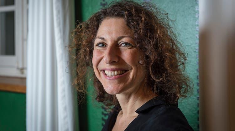 Die Herisauerin Eva Roth verhilft Büchern zur Geburt