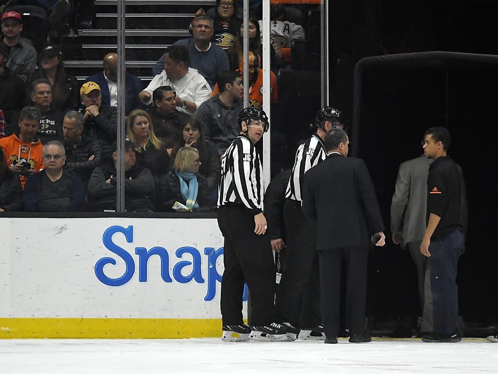Die Partie in Anaheim musste nach 12:10 Minuten im ersten Drittel abgebrochen werden. Wann das Spiel nachgeholt wird, gab die NHL noch nicht bekannt