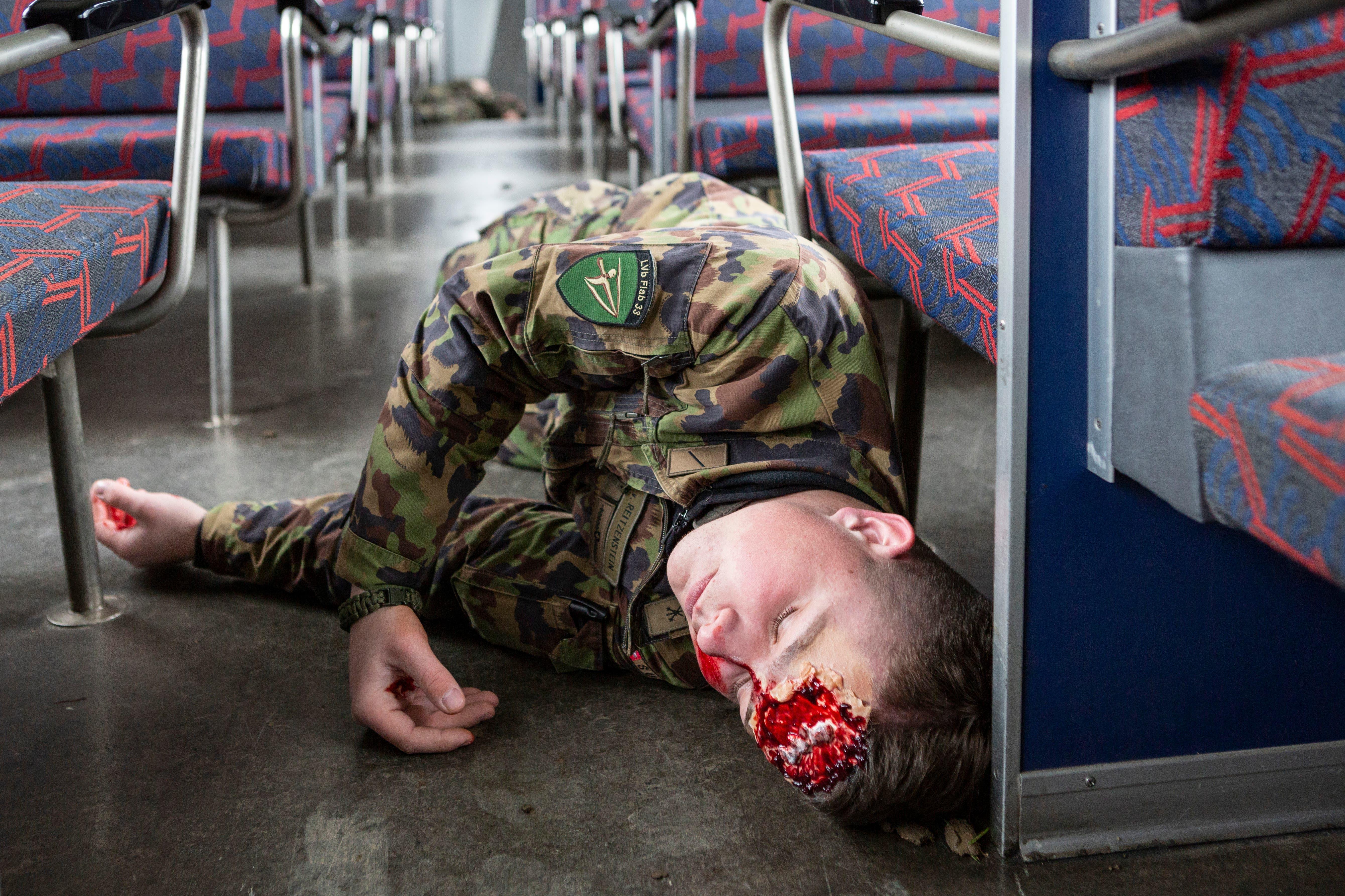 Die Verletzten wurden von Angehörigen der Armee gespielt.