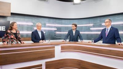 Karin Bétrisey (Grüne), Ueli Fisch (GLP), Stefan Schmid (Chefredaktor St.Galler Tagblatt, Moderation) und Urs Martin (SVP). (Bild: Urs Bucher)