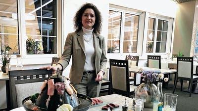 Gastgeberin Erika Harder führte den Tatarenhut bereits vor 15 Jahren ein. ((Bild: Desirée Müller))