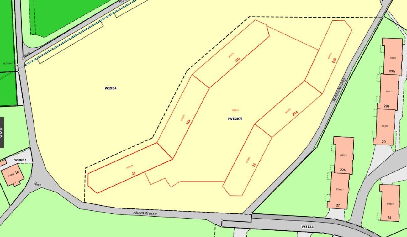 Die in zwei Linien angeordneten sechs Wohnhäuser werden die Adressen Ahornstrasse 21, 21a und 21b sowie Ahornstrasse 23, 23a und 23b tragen.