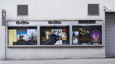 Die neue Vereinbarung zwischen Stattkino und dem Bourbaki Kino löst nicht nurBegeisterungsstürme aus. Im Bild: Die Plakatierung an der Wand des Bourbaki beim Löwenplatz. (Bild: Jakob Ineichen (Luzern, 12. Februar 2020))