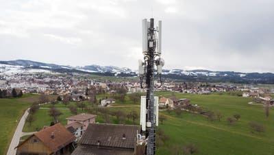 Die erste 5G-Antenne im Kanton St.Gallen steht am Ortsrand von Gossau. (Bild: Ralph Ribi)