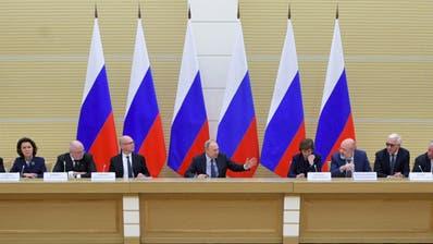 Putin verspricht Mindestlohn bei grösster Verfassungsänderung