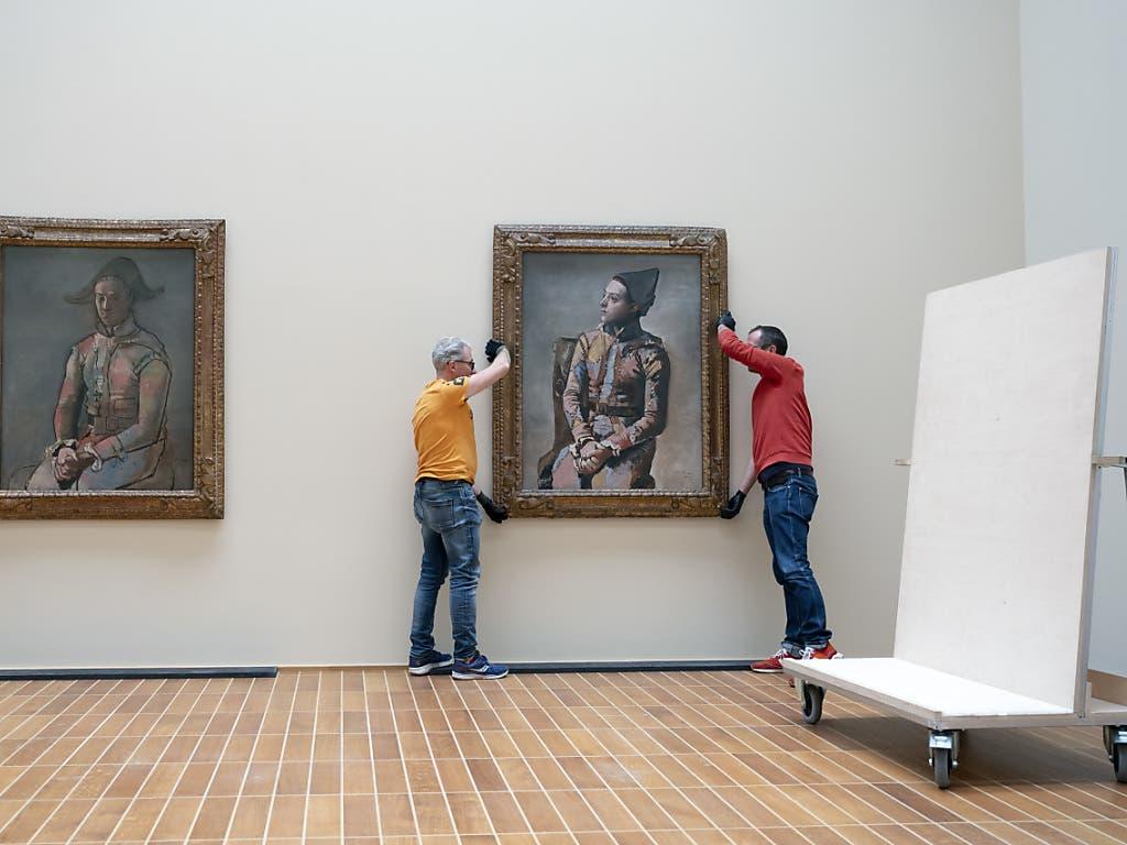 Nach fast hundert Jahren kommen die 1923 entstandenen Bruderbilder Picassos erstmals wieder zusammen: Der «Arlequin» aus Privatbesitz und der «Arlequin assis» aus der öffentlichen Kunstsammlung Basel im Kunstmuseum Basel.