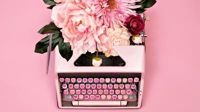 Egal ob mit Schreibmaschinen, Fülli oder Handy, die Liebe will zum Ausdruck gebracht werden.