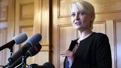 Im Namen des Büros des Nationalrats sprach Nationalratspräsidentin Isabelle Moret (FDP) am Freitag zu den Medien. (Bild: Keystone)