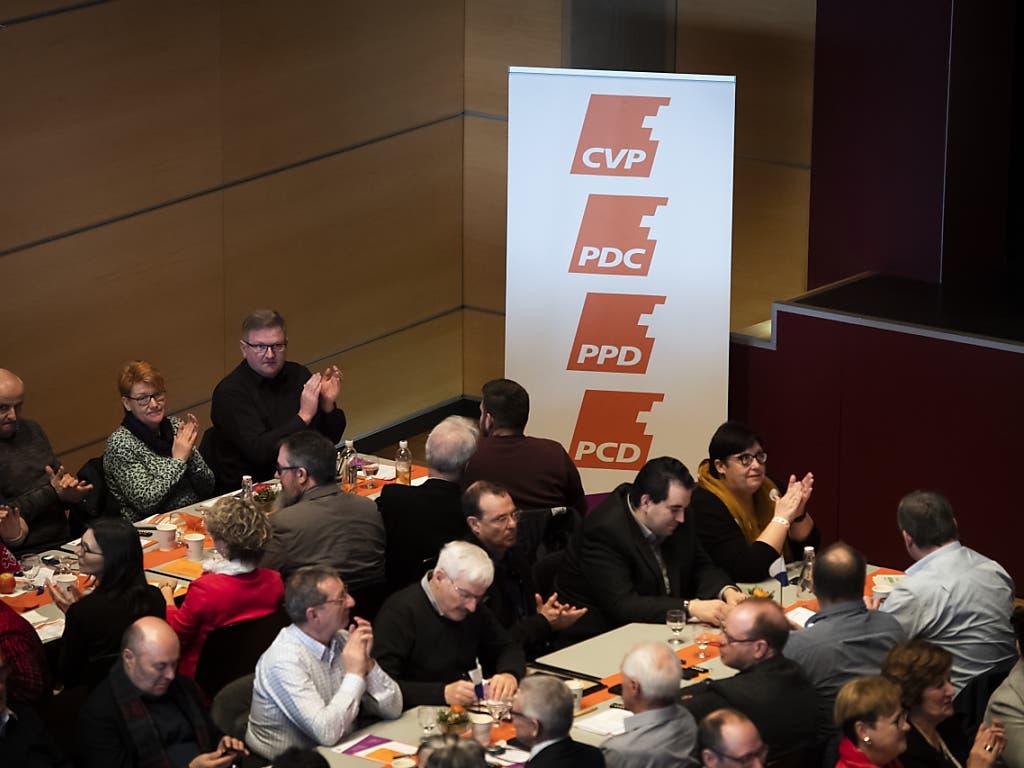 Die CVP lanciert eine breite Befragung ihrer Mitglieder und Sympathisanten, wie CVP-Parteipräsident Gerhard Pfister am Samstag in Frauenfeld vor den Delegierten sagte. Dabei geht es auch um das C im Parteinamen.