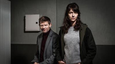 Marcus Signer und Sarah Spale ermitteln als Manfred Kägi und Rosa Wilder in einem Dreifachmord im Jura. (Bild: SRF)