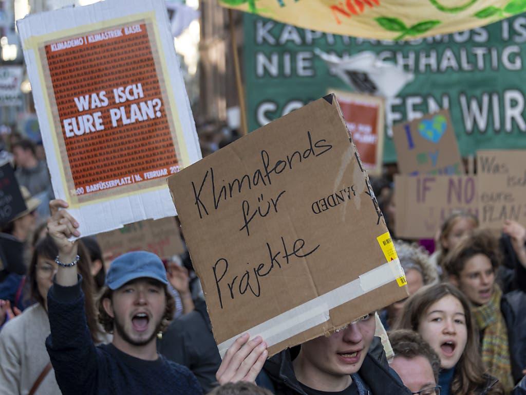 Die Basler Klimajugend möchte der Politik Beine machen.