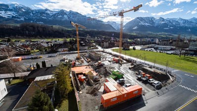Die Baustelle des neuen OKB-Hauptsitzes «Quadrum» im Sarner Quartier Feld. (Bild: PD (14. Februar 2020))