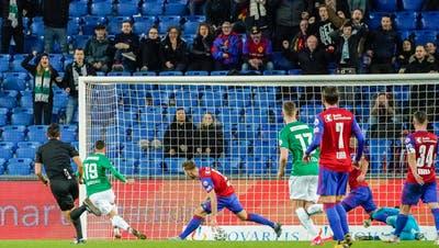 André Ribeiro (Nummer 19), erst seit Anfang September beim FC St.Gallen, erzielt in der 93. Minute den Treffer zum 2:1-Sieg. (Bild: Andy Mueller / freshfocus)