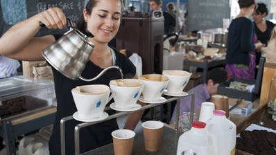 Blue Bottle Cafés gibt es inzwischen an beinahe 100 Standorten. Weitere werden folgen. (Imago Stock&people / imago stock&people)